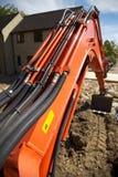 Orange Exkavator-Arm Stockfotos