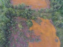 Orange Farbe des alten Behälters der Schwefelsäure natürlichen im Süden von Polen Stockfoto