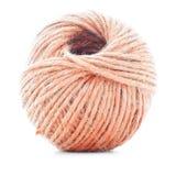 Orange fiberclew som sticker trådrulle som isoleras på vit bakgrund Royaltyfria Foton
