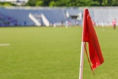 Orange flagga på fotbollfältet Royaltyfri Bild
