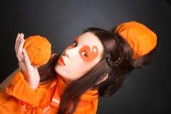 Orange flicka. Arkivfoto
