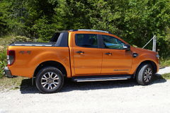 Orange Ford Ranger Wildtrack arkivfoton