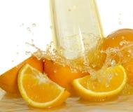 Orange fraîche, éclaboussure de l'eau
