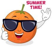 Orange fraîche d'été avec des lunettes de soleil Photo libre de droits