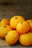 Orange fraîche sur le fond en bois pour sain Fruit organique ou propre de verger sur le marché Nettoyez le fruit et buvez pour la Photographie stock