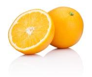 Orange Frucht geschnitten lokalisiert auf weißem Hintergrund Stockfotos