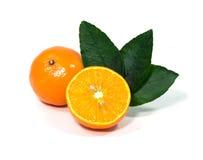 Orange Frucht lokalisiert auf weißem Hintergrund und Beschneidungspfad Stockfoto