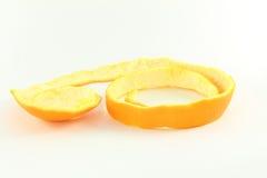 Orange Fruchtschalen im weißen Hintergrund Stockfotografie