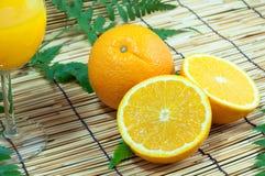 Orange Fruchtsegmente stockbilder