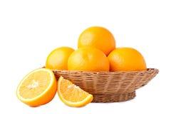 Orange frukt i korg på en vit bakgrund arkivfoton