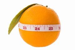 Orange frukt och mätaband arkivfoto