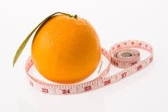 Orange frukt och mätaband arkivfoton