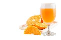 orange fruktsaft för isolat med orange frukt Fotografering för Bildbyråer