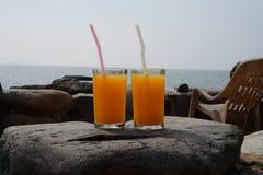Orange fruktsaft för två arkivfoton