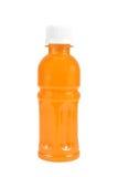Orange fruktsaft i en flaska som isoleras på vit Royaltyfri Fotografi