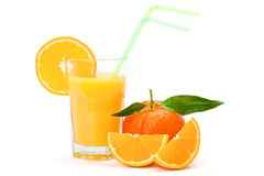 Orange fruktsaft i exponeringsglas arkivbilder