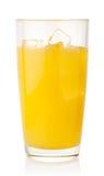 Orange fruktsaft med iskuber royaltyfri fotografi