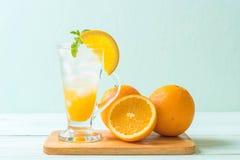 orange fruktsaft med sodavatten royaltyfria foton