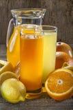 Orange fruktsaft och lemonad royaltyfri bild