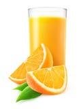 Orange fruktsaft och skivaogapelsin som isoleras på vit Arkivbilder