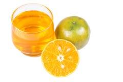 Orange fruktsaft och skivor Arkivbild