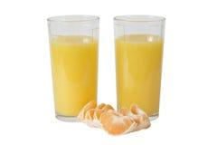 Orange fruktsaft och skivor av tangerin (mandarinen) Fotografering för Bildbyråer