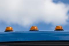 Orange fyr på biltaket Arkivfoto