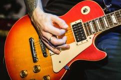 Orange Gitarrenschnur-Gitarrennahaufnahme Stockfoto