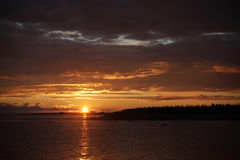 Orange-Goldsonnenuntergang über den Inseln Lizenzfreies Stockfoto