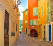 Orange Häuser in Frankreich stockfotos