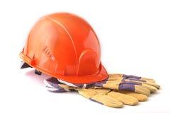 Orange hård hatt, säkerhetshandskar på vit bakgrund illustration 3d på vit bakgrund Royaltyfri Fotografi