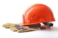Orange hård hatt, säkerhetshandskar på vit bakgrund illustration 3d på vit bakgrund Fotografering för Bildbyråer