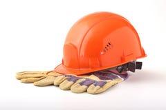Orange hård hatt, säkerhetshandskar på vit bakgrund illustration 3d på vit bakgrund Arkivbilder