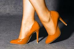 Orange höga häl Royaltyfria Bilder