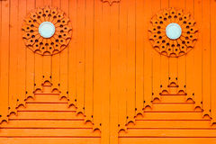 Orange hölzerne vertikale Plankenhintergrundbeschaffenheit Stockfotografie