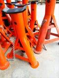 Orange Handsteckfassungen, bin- ich neu Lizenzfreie Stockfotos