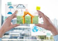 orange Haus contourne auf futuristischem Gerät im Büro vor dem Fenster Stockbilder