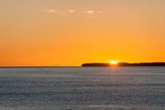 Orange himmel över havet Royaltyfri Bild