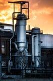 Orange Himmel über dem Behälter lizenzfreies stockbild
