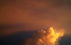 Orange himmel och moln Royaltyfria Bilder