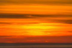 Orange himmel över havet Royaltyfri Fotografi