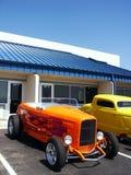 Orange Hotrod mit Flammen Stockfotos
