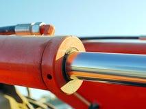 Orange hydraulisk cylinder arkivfoto