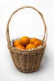 Orange im Korb Stockbild