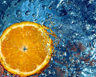 Orange im Wasser Stockfotos