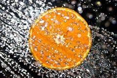 Orange im Wasserspritzen Lizenzfreie Stockfotografie