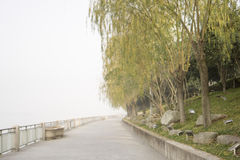 Orange Insel-Park am nebeligen Tag Lizenzfreie Stockbilder