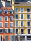 Orange italienne de style et façades jaunes photos libres de droits