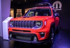 Orange Jeep auf 54. internationaler Auto- und Autoausstellung Belgrads lizenzfreies stockfoto