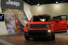 Orange Jeep Renegade på ställning royaltyfri fotografi